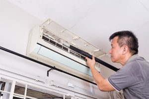 Series-of-technician-servicing-the-indoor-air- 600x400